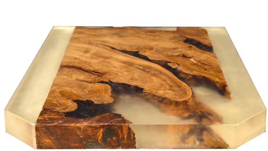 Kauri Couchtischplatte mit in Harz eingelegter Wurzelplatte, besonderer Couchtisch aus kunstvollem Naturholz, außergewöhnlicher Holztisch