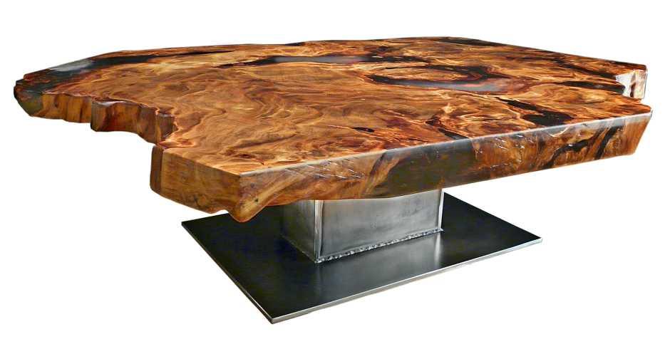Exklusiver Designer Couchtisch mit individuellem Metall Fußgestell, archaische Tischplatte aus wunderschönem Kauri Wurzel Holz, besonderer Holztisch mit Epoxidharz
