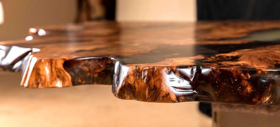 Kauri Wurzel Holztisch, Wohnzimmertisch für Inneneinrichtung, exklusiver Naturholztisch ein Stück Holz in Handarbeit, besonderer Tisch mit Naturkanten aus Sumpf Neuseeland