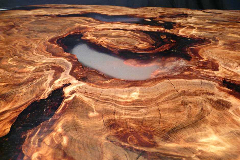 Exklusiver Holztisch aus Kauri Wurzelholz als hochwertiges Natur Kunstwerk, unvergleichlicher Designer Couchtisch, besonderes Unikat Möbel, tausendjährige Tischplatte
