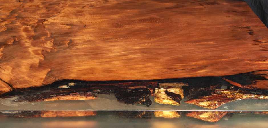 Designer Esstisch exklusiver Luxustisch, faszinierender Naturholztisch mit Hauch Luxus, kunstvolle Naturmerkmale mit Bernstein Gold, Holztisch Kauri Holz, Massivholztisch