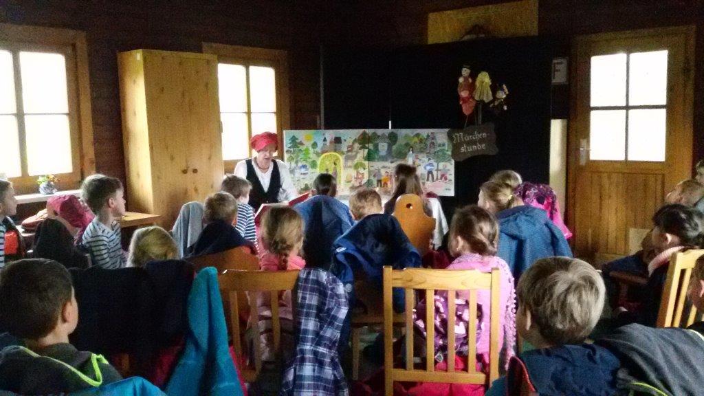 Lesefest der Grundschule Großpösna mit Märchen-Oma