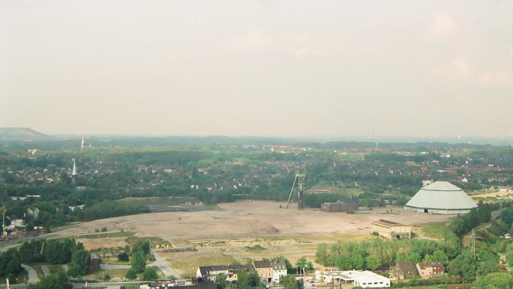 Der Gasometer Oberhausen wird zwanzig Jahre, ein Geburtstagsgruss. Olga Park Kohlenwäsche und Fördertrum Zeche Osterfeld, Schacht Paul Reusch