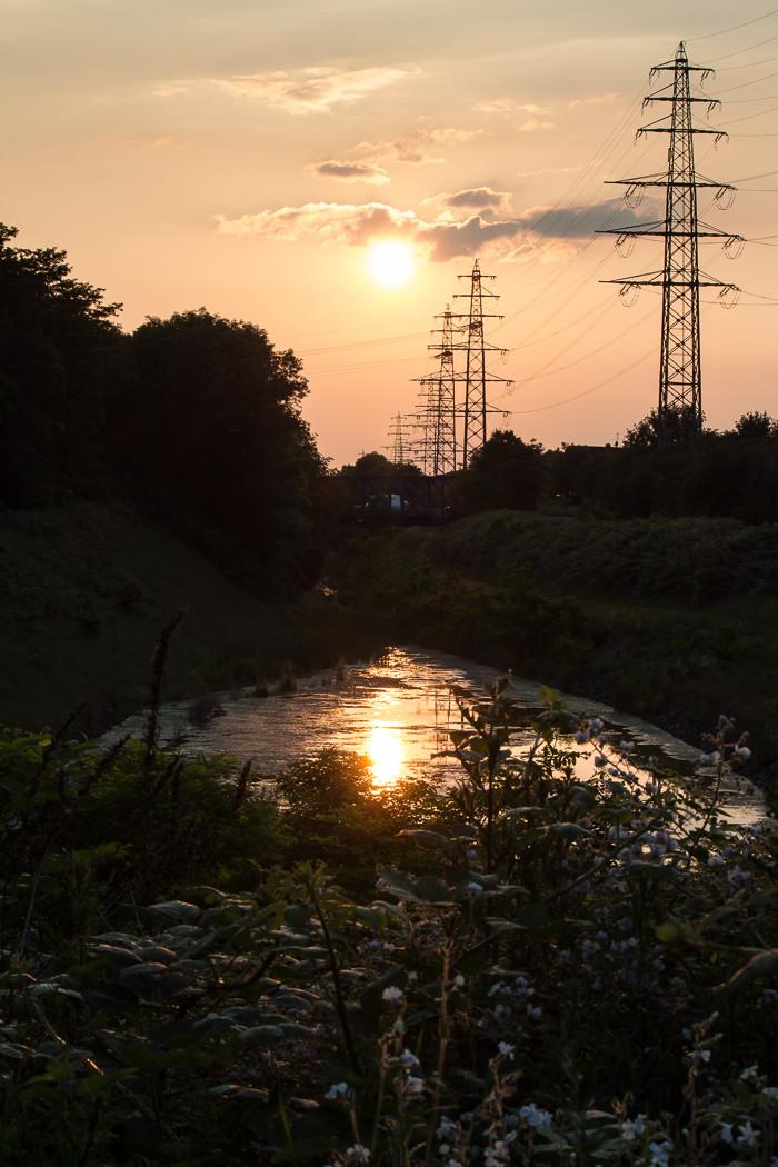 Sommerabend an der Kleinen Emscher in Oberhausen.