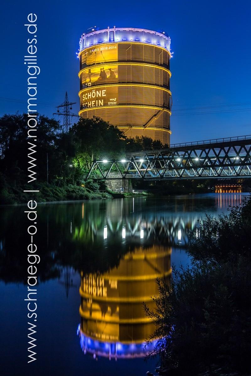 Gasometer Oberhausen zur blauen Stunde. SIGMA ART 18-35 1.8