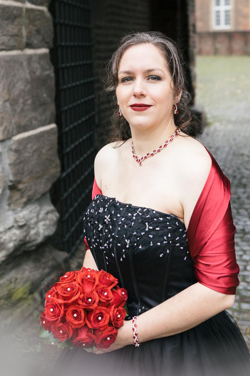 Hochzeit in scharzem Brautkleid, Burg Vondern Oberhausen