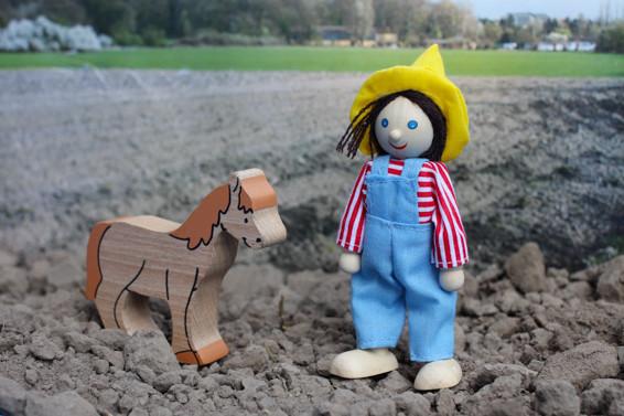 Portrait: Bauer mit Pferd am 29.03.  Kein Photoshop!