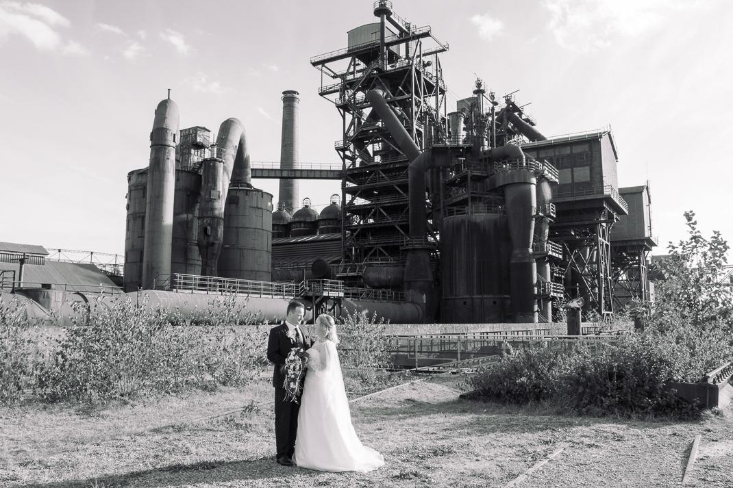 Hochzeitspaar im Landschaftspark Nord, Duisburg Hochzeitsfotgraf Duisburg