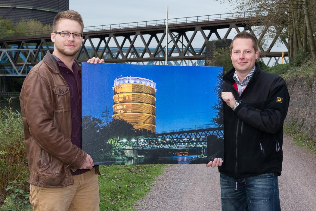 Daniel Gluth (rechts), der Gewinner des Gasometer Bildes und Andreas Reusch (links) vom Schraegen-O.de Blog.