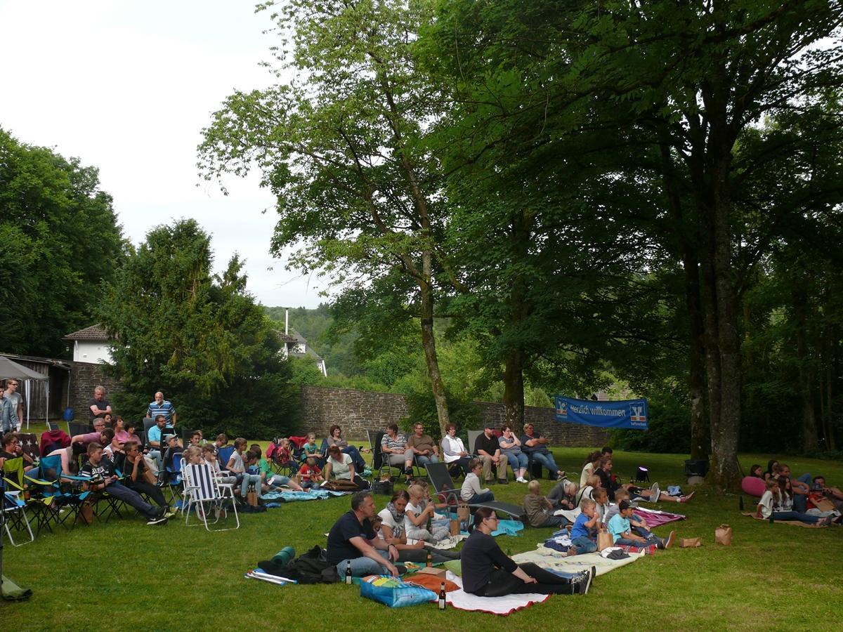 Nach und nach füllte sich der Klostergarten Friesenhagen immer mehr