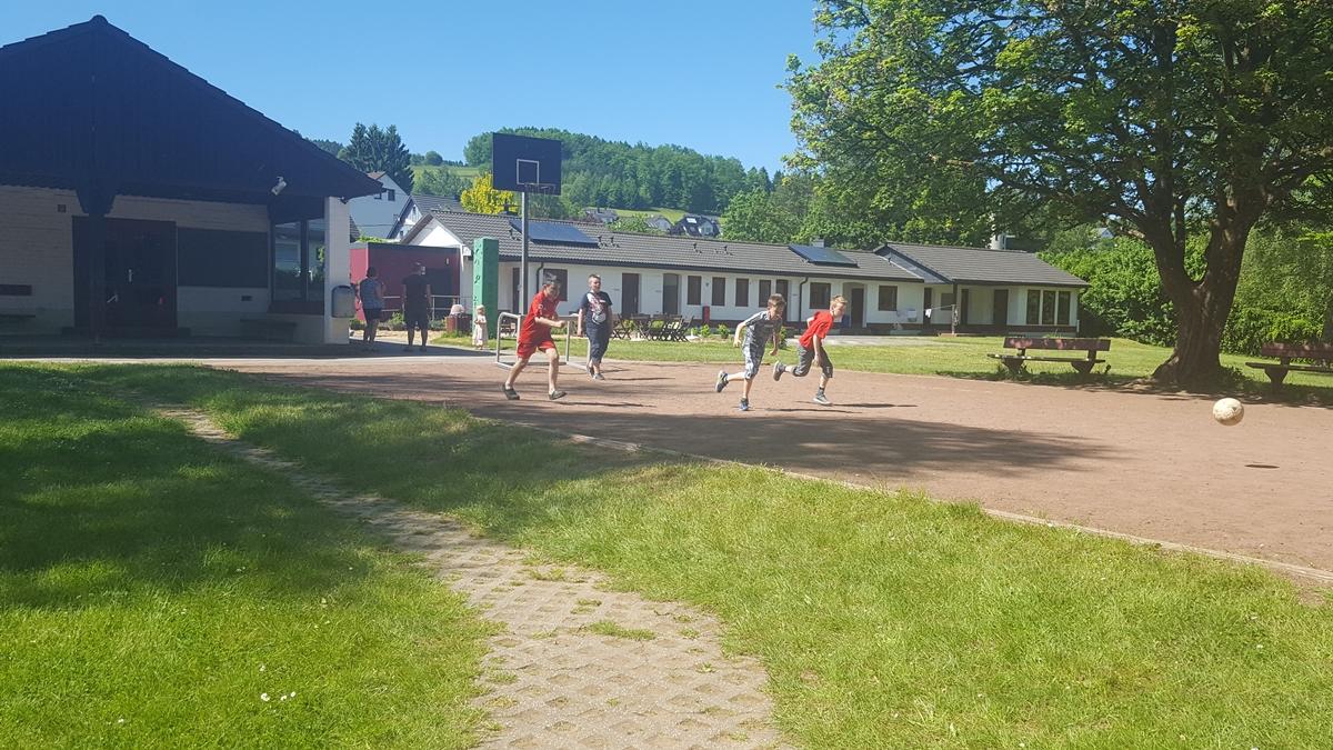 Der Fußballplatz wurde viel genutzt