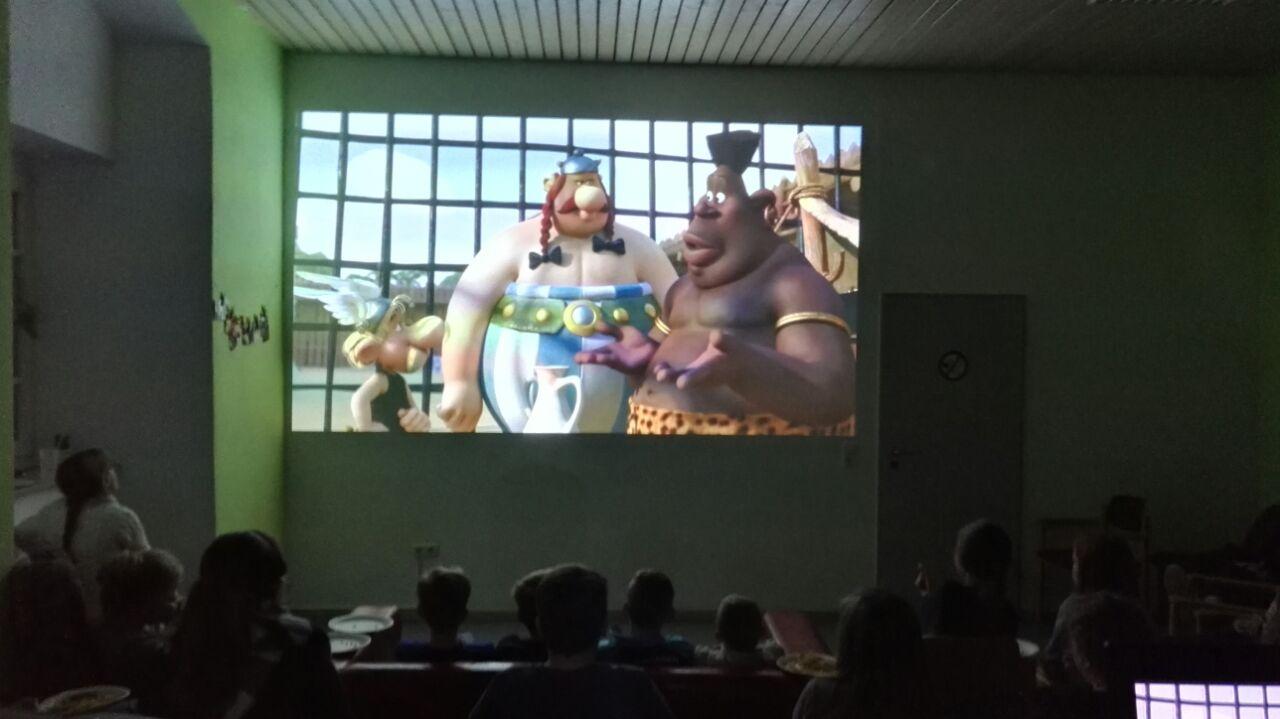 """Hier schaut das Publikum den Film """"Asterix im Land der Götter"""""""