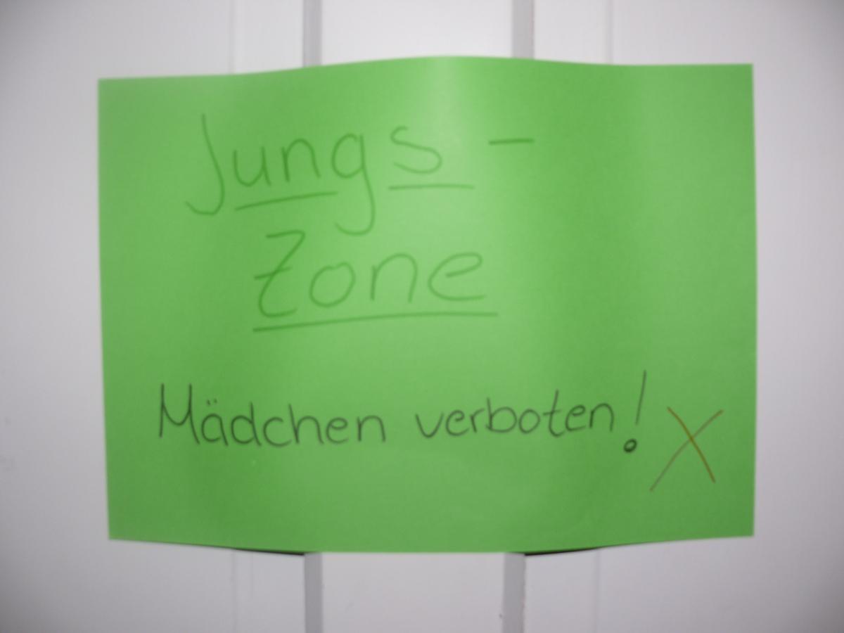 In der Jungszone waren natürlich die Mädels verboten!