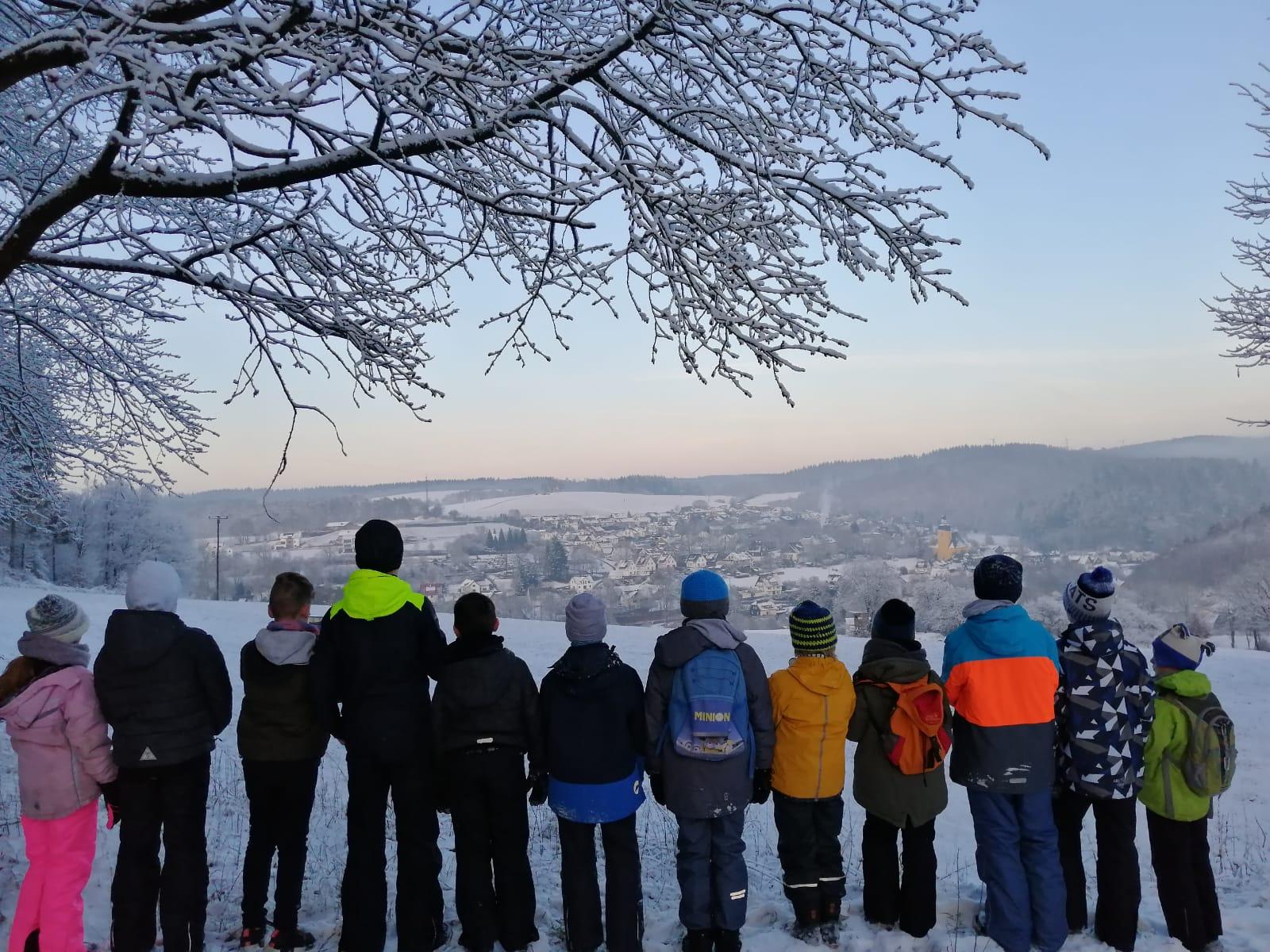 12 Kinder wanderten mit uns vom Gruppenraum nach Niedersolbach