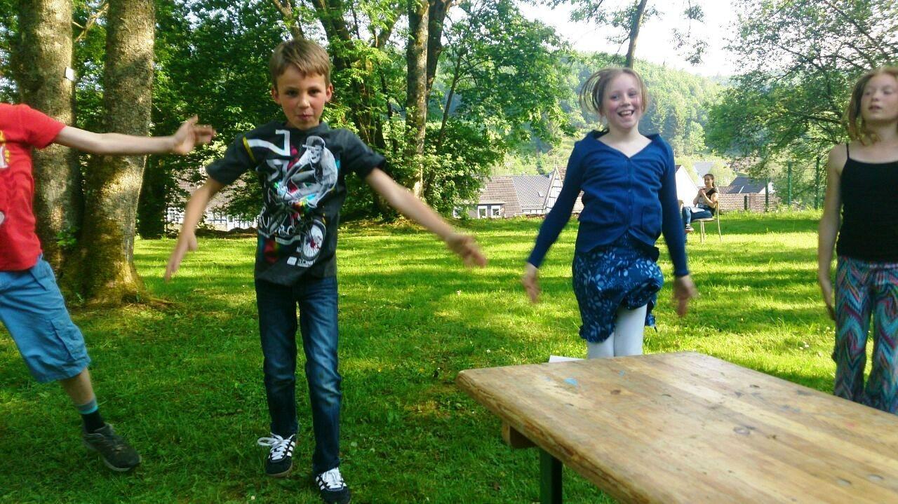 Wie man sieht, hatten die Kinder wohl reichlich Spaß...
