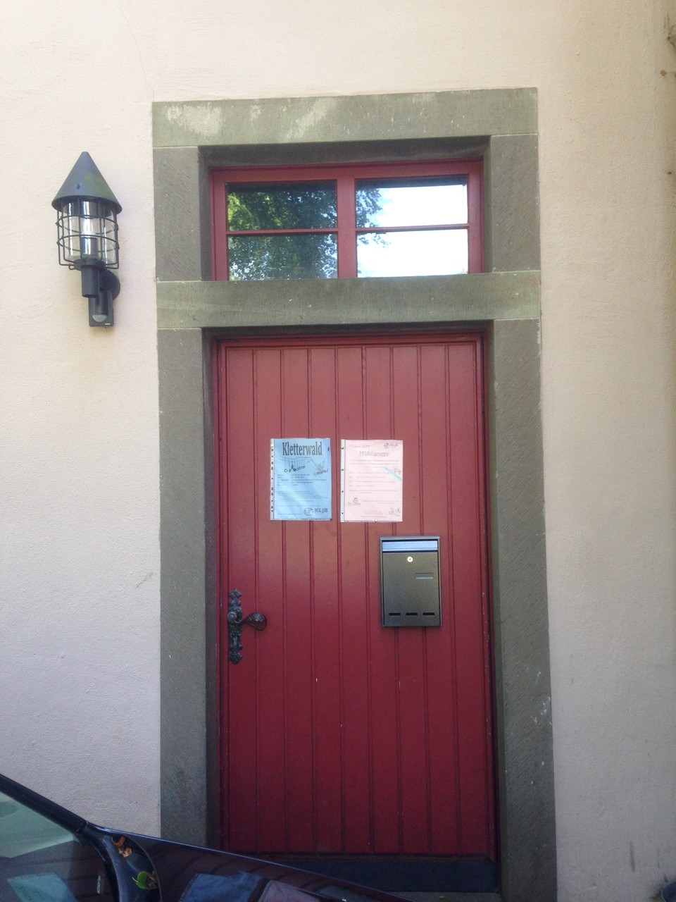 Der Eingang zum Gruppenraum... hier hängen auch immer die neuesten Plakate und der Briefkasten
