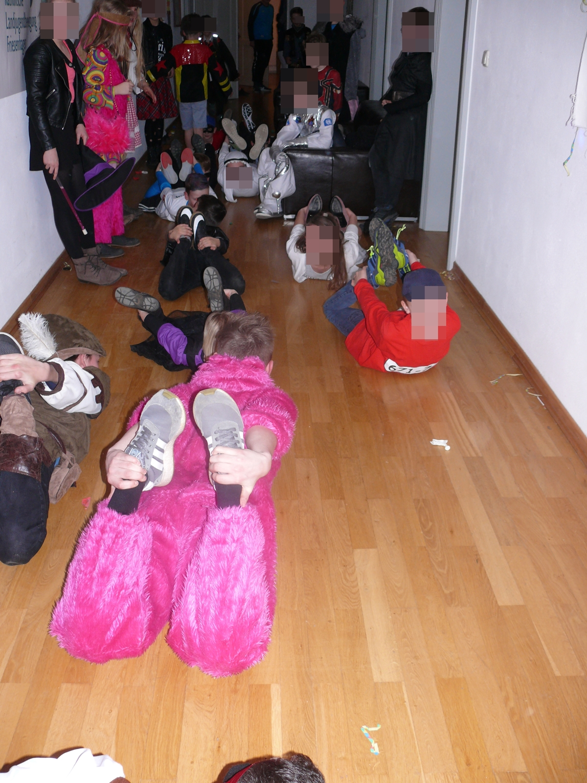 Zum Schluss wurde noch die Robbe getanzt und dan gingen alle müde nach Hause. Was für ein lustiger Abschluss!