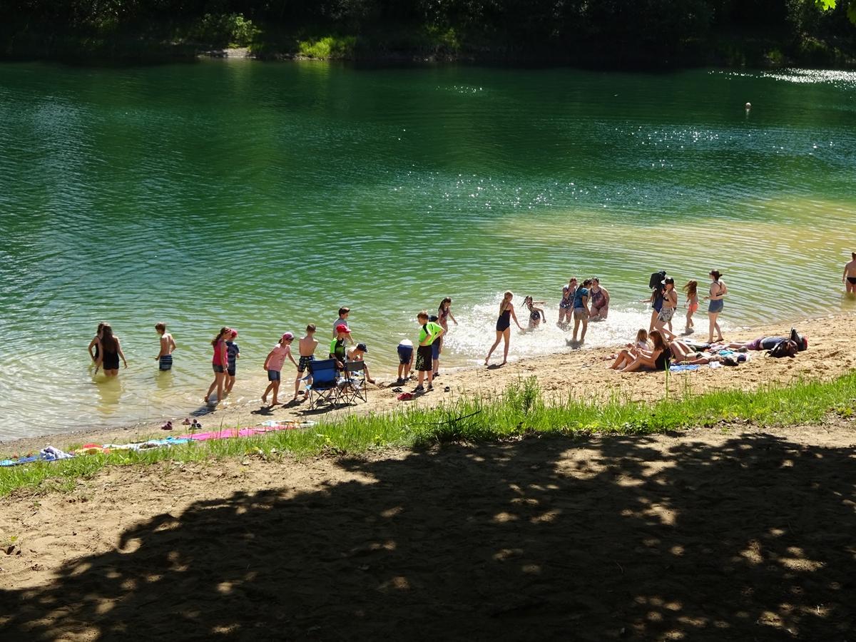 Bei perfektem Wetter konnten sich alle Kinder im Wasser austoben