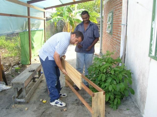 fabrication de bancs en bois (Janvier 2009)