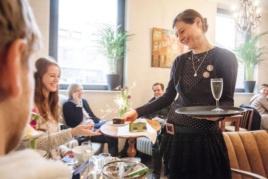 Ef Bf Bdffnungszeiten Cafe Anna Essen