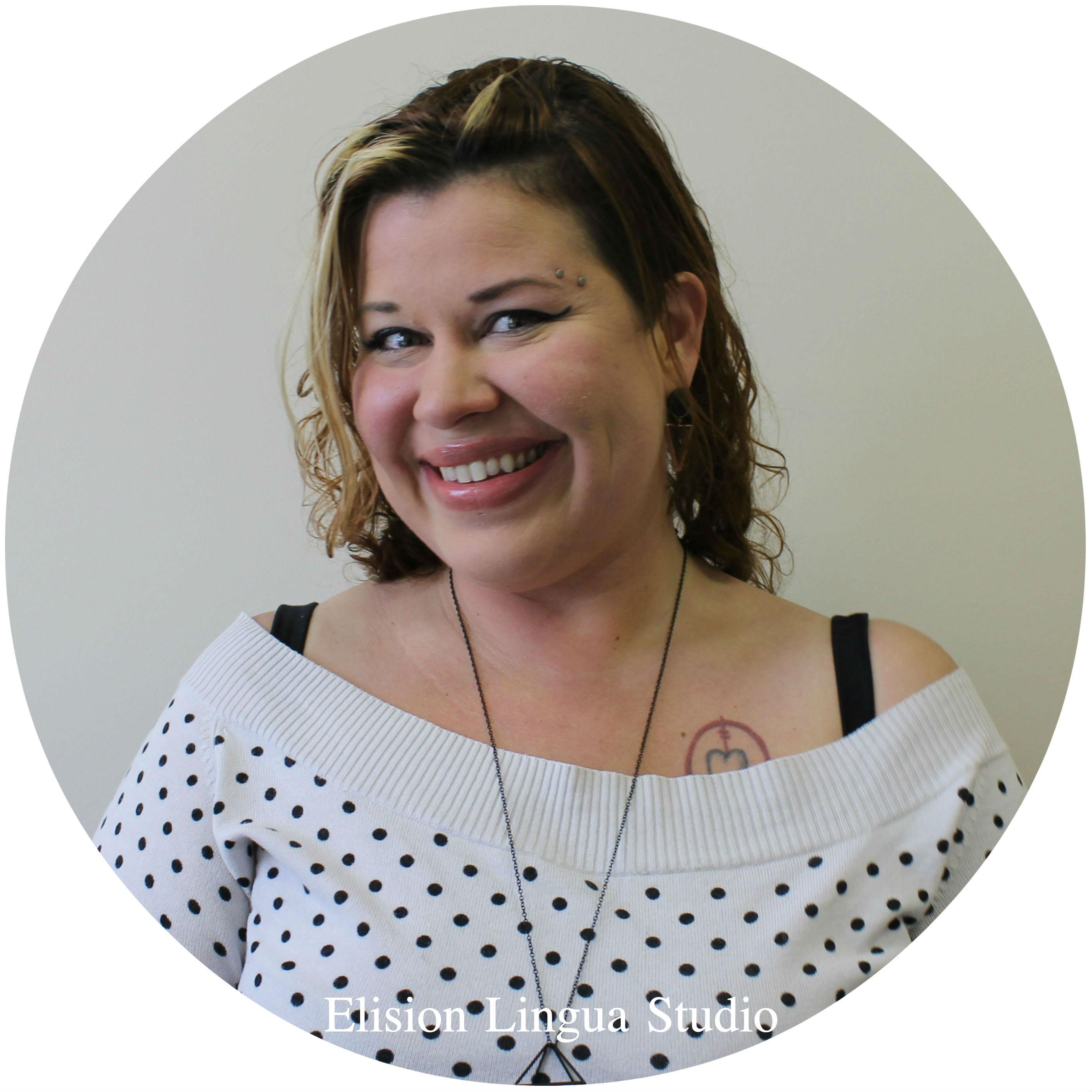 Adrienne  репетитор носитель английского языка.