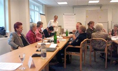Ausbildung: Senioren-Assistenten bei der Gruppenarbeit