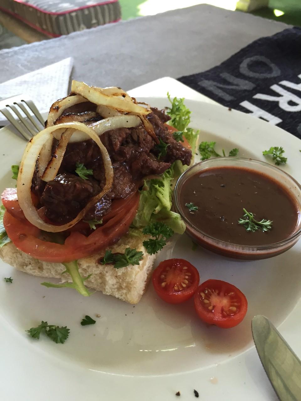 Peri-Peri Sandwich mit Beef und Salat