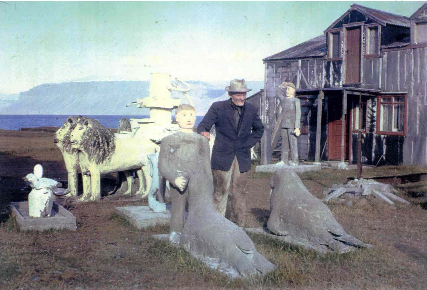 Samúel surrounded by his art works 1967.