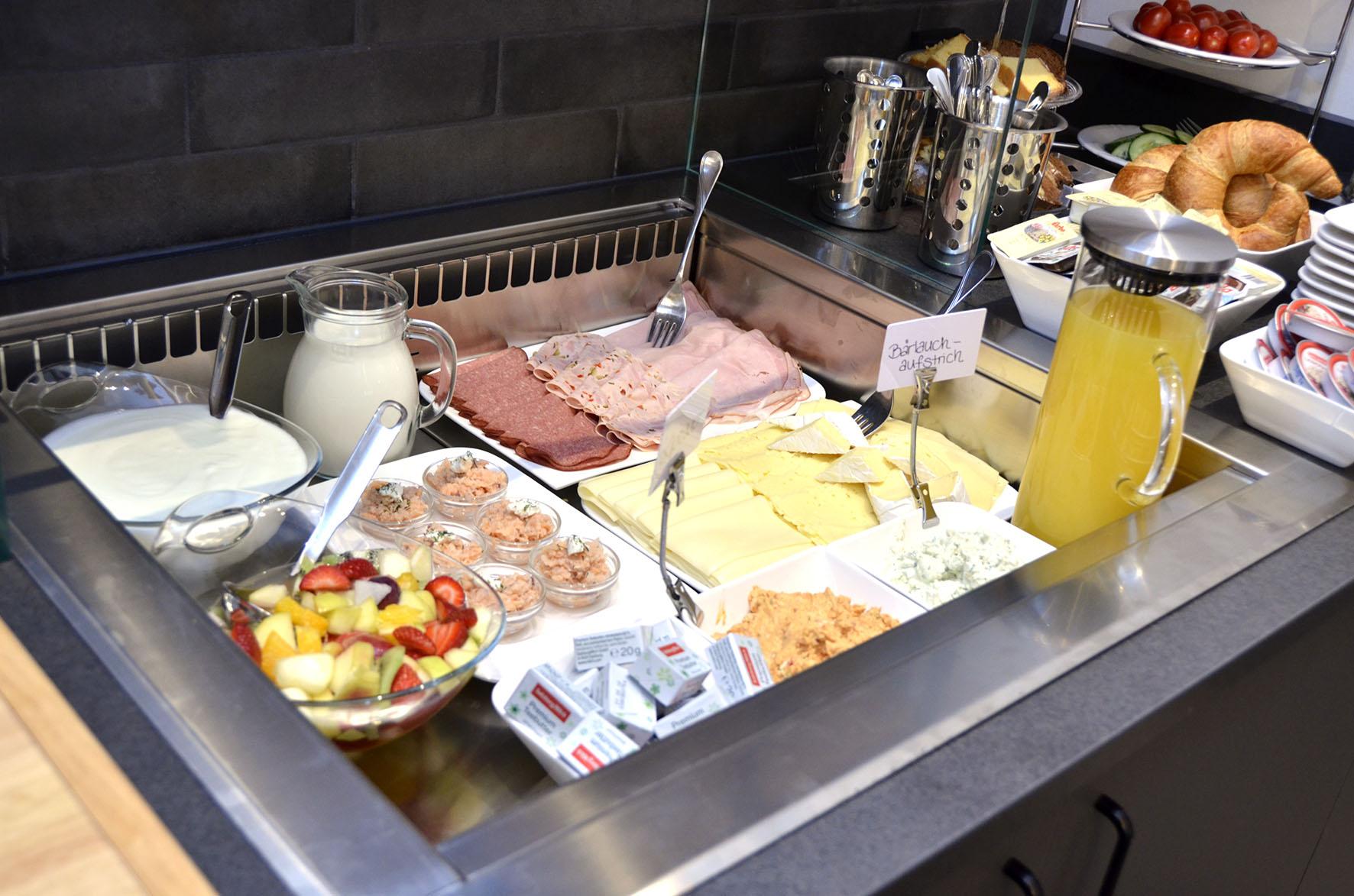 Frühstücksbuffet tägl. von 7:00 h bis 11:00 h.