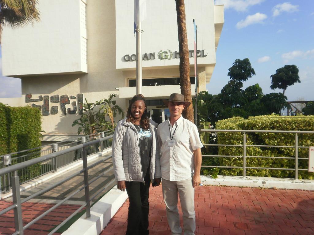 С туристами из Кении