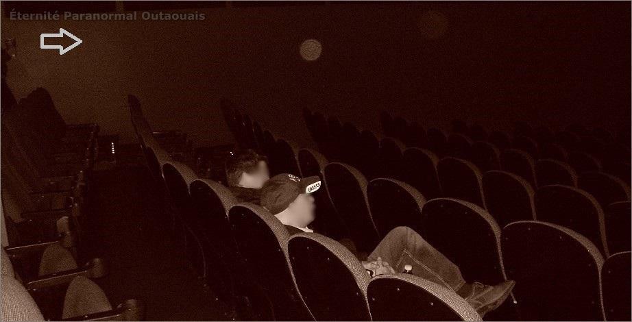Des orbes captés dans une salle de cinéma (photo deux)