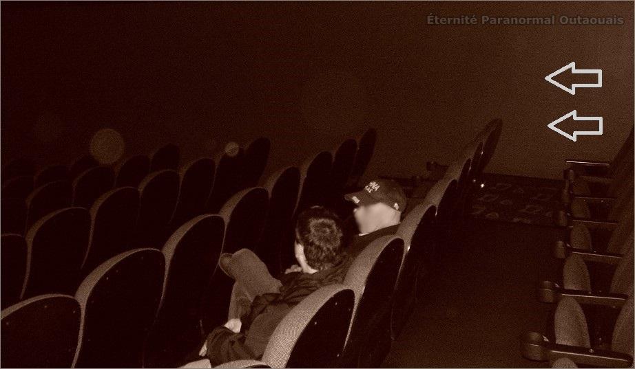 Des orbes captés dans une salle de cinéma (photo trois)