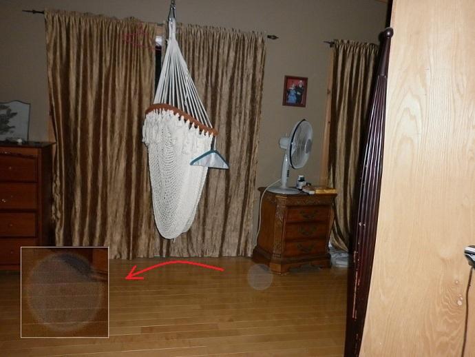 Un orbe blanc dans la chambre des maîtres