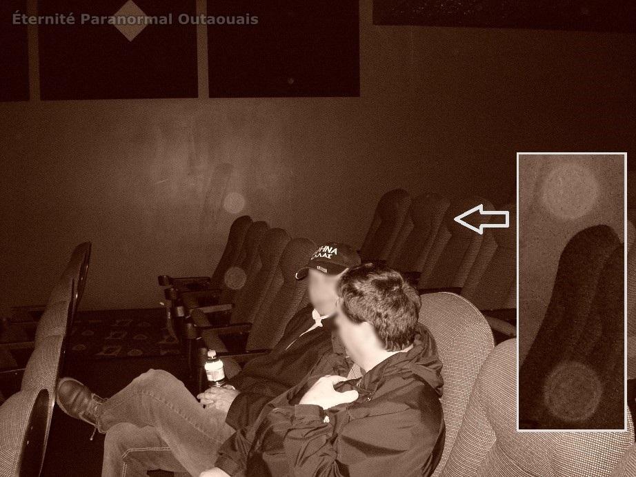 Des orbes captés dans une salle de cinéma