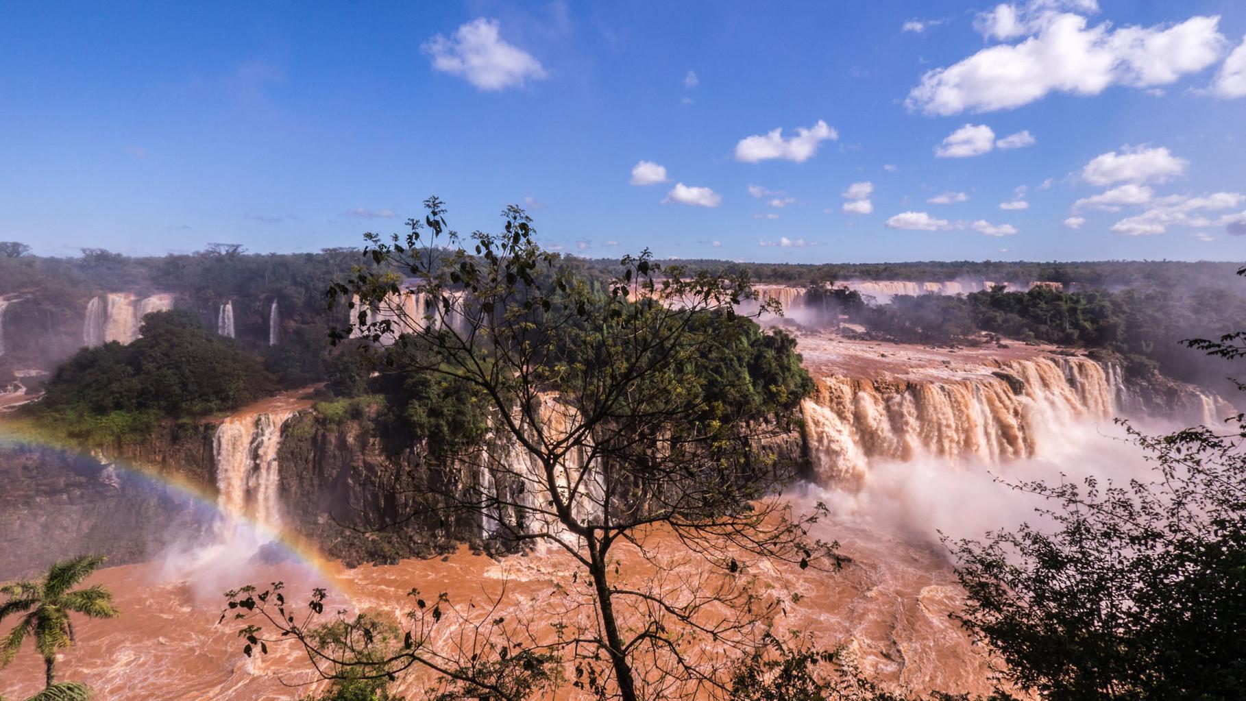 Iguassu Falls, 1.750 m³/s (Rheinfall: 350 m³/s)