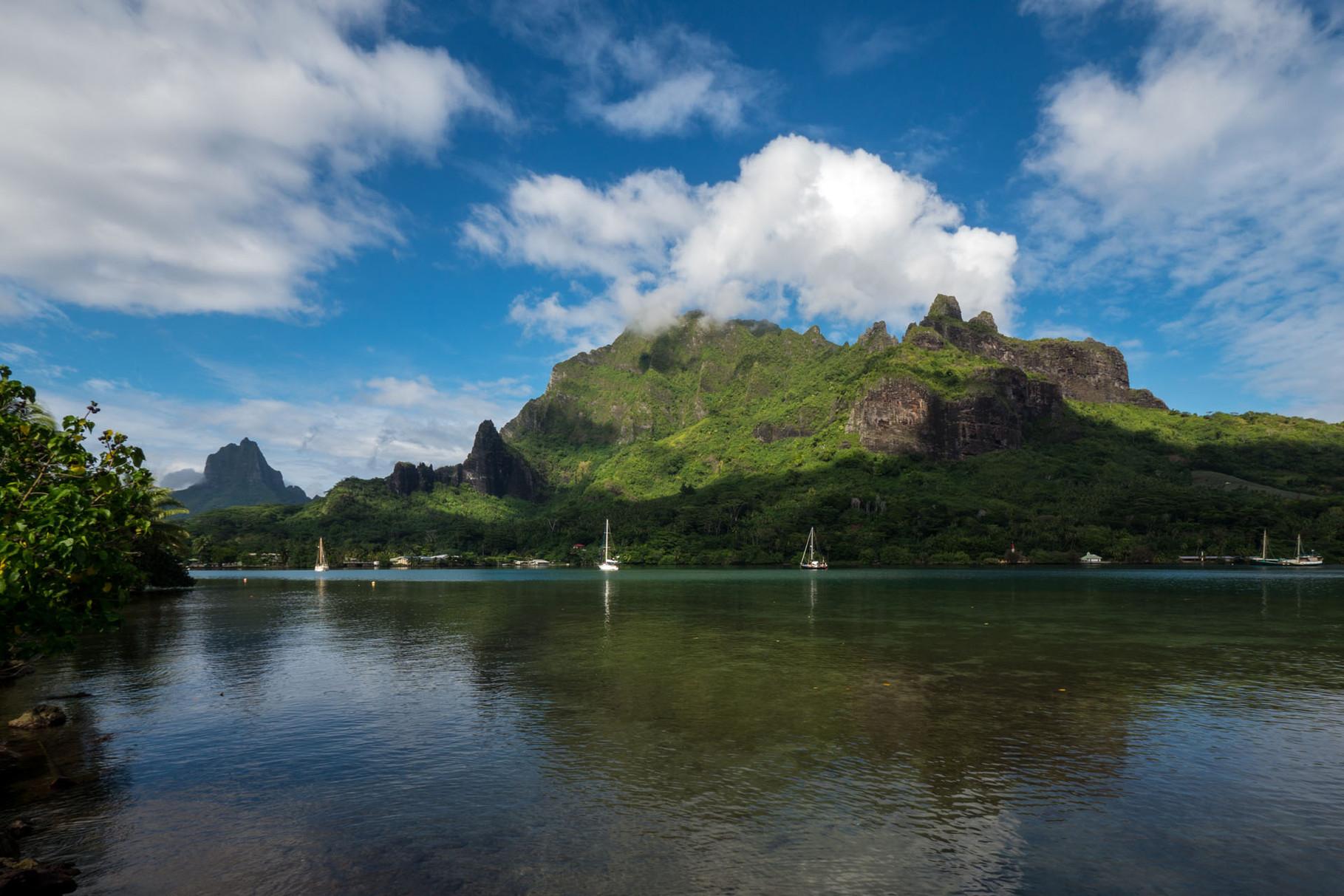 Cook bay, Moorea [French Polynesia, 2014]