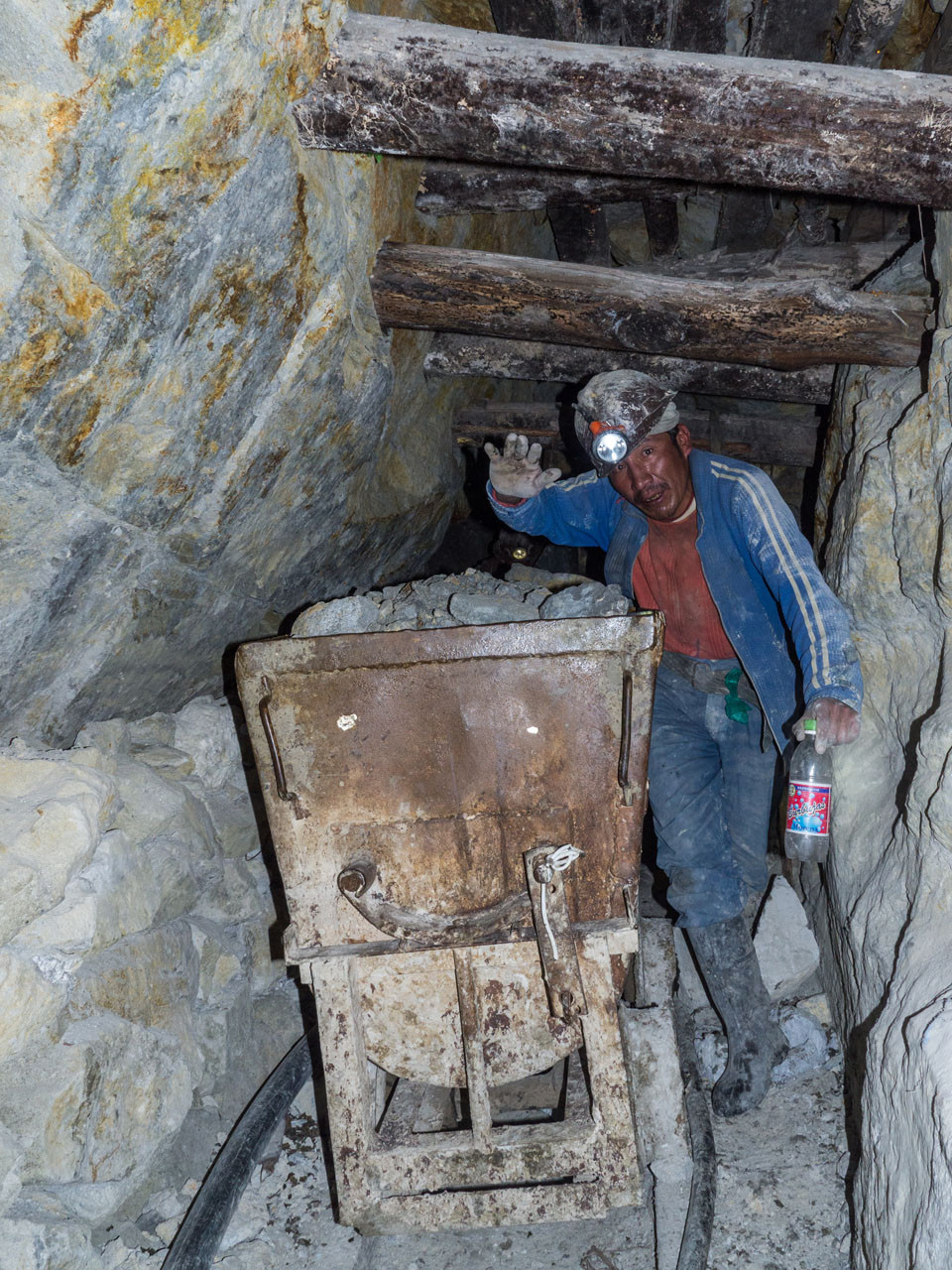 Traditional mining in the Cerro Rico (180mines, 10´000 miners), working as during colonial time