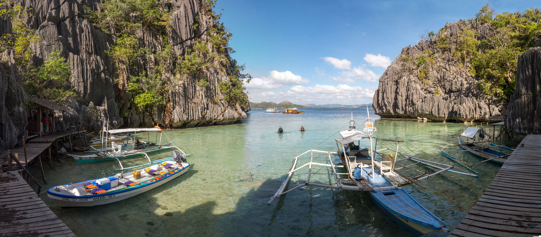 Entrance to the Baracuda lake, Coron