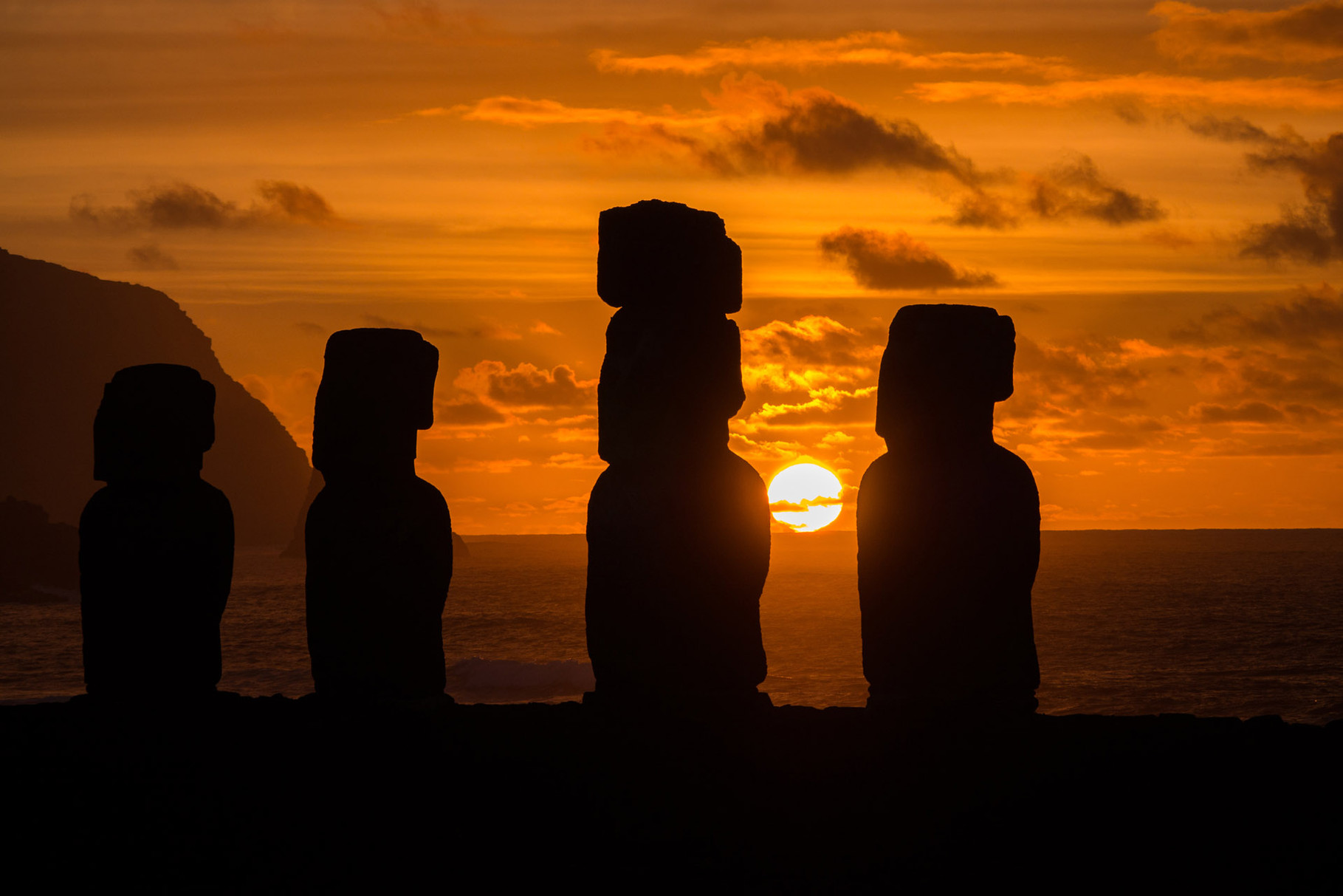 Sunrise at Tongariki, Easter island [Chile, 2014]