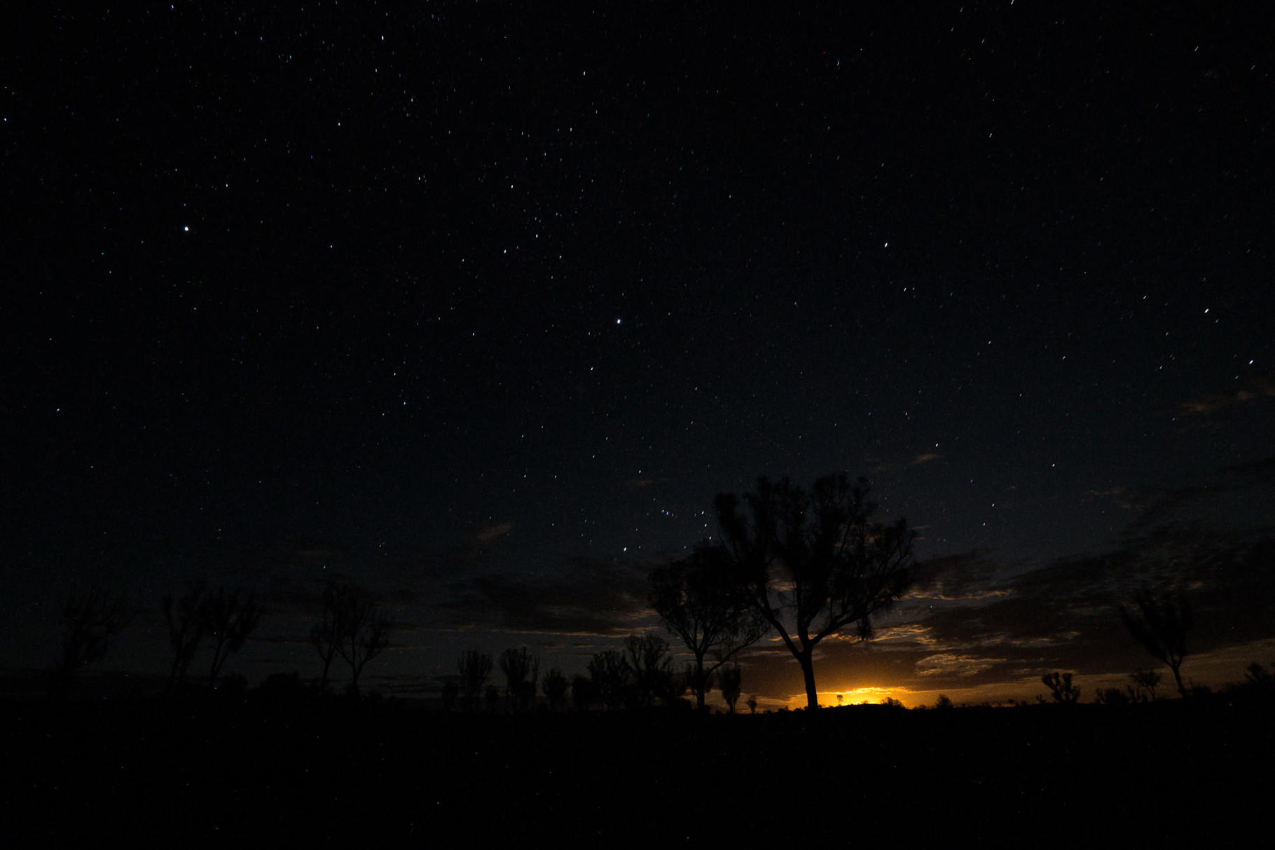 Millions at stars and the moonset, seen during camping in the bush (aperture: 7.1, shutter speed: 50 seconds, Iso 800)