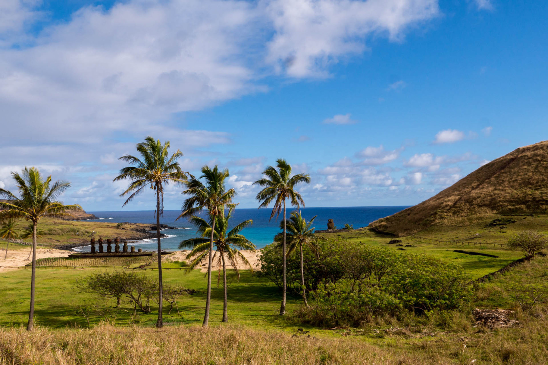 Anakena: Easter islands only real beach