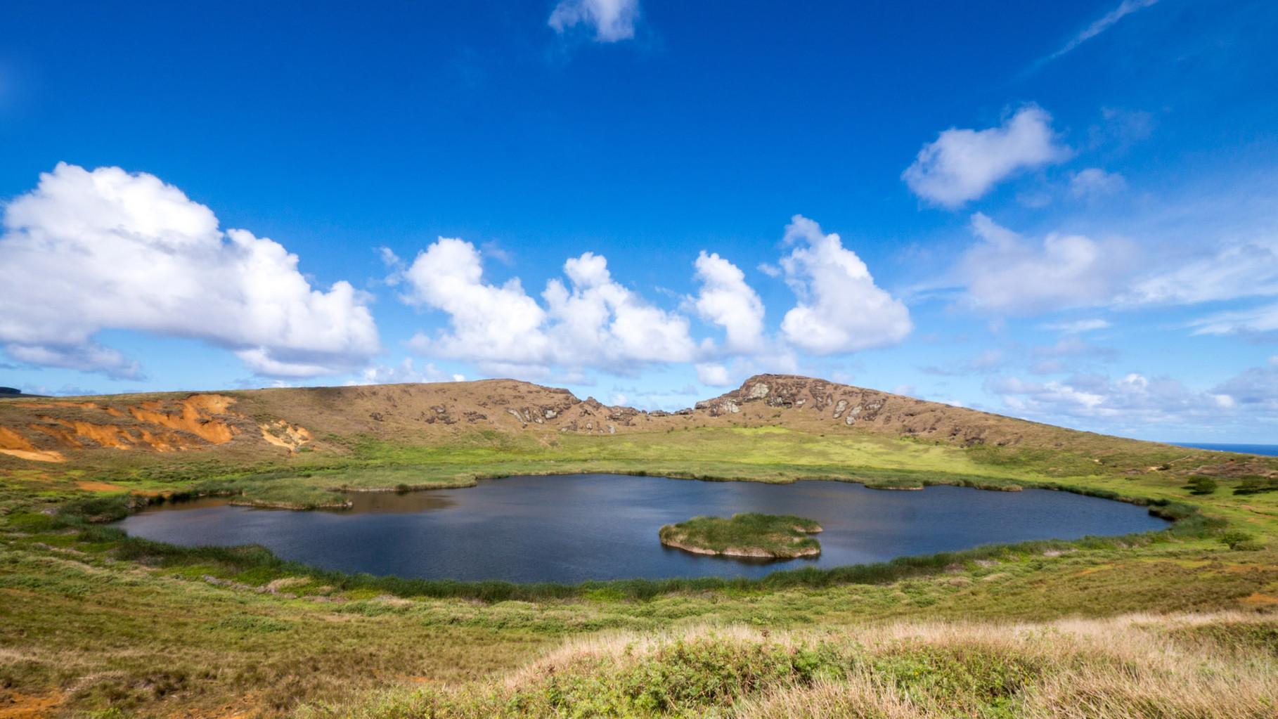 Rano Raraku crater lake, Easter Island [Chile, 2014]