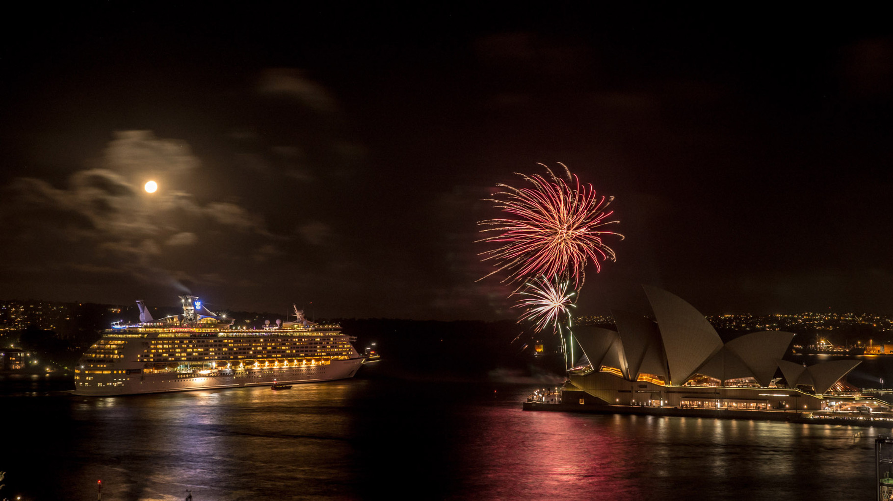 Goodbye firework for the cruise ship guest, Sydney