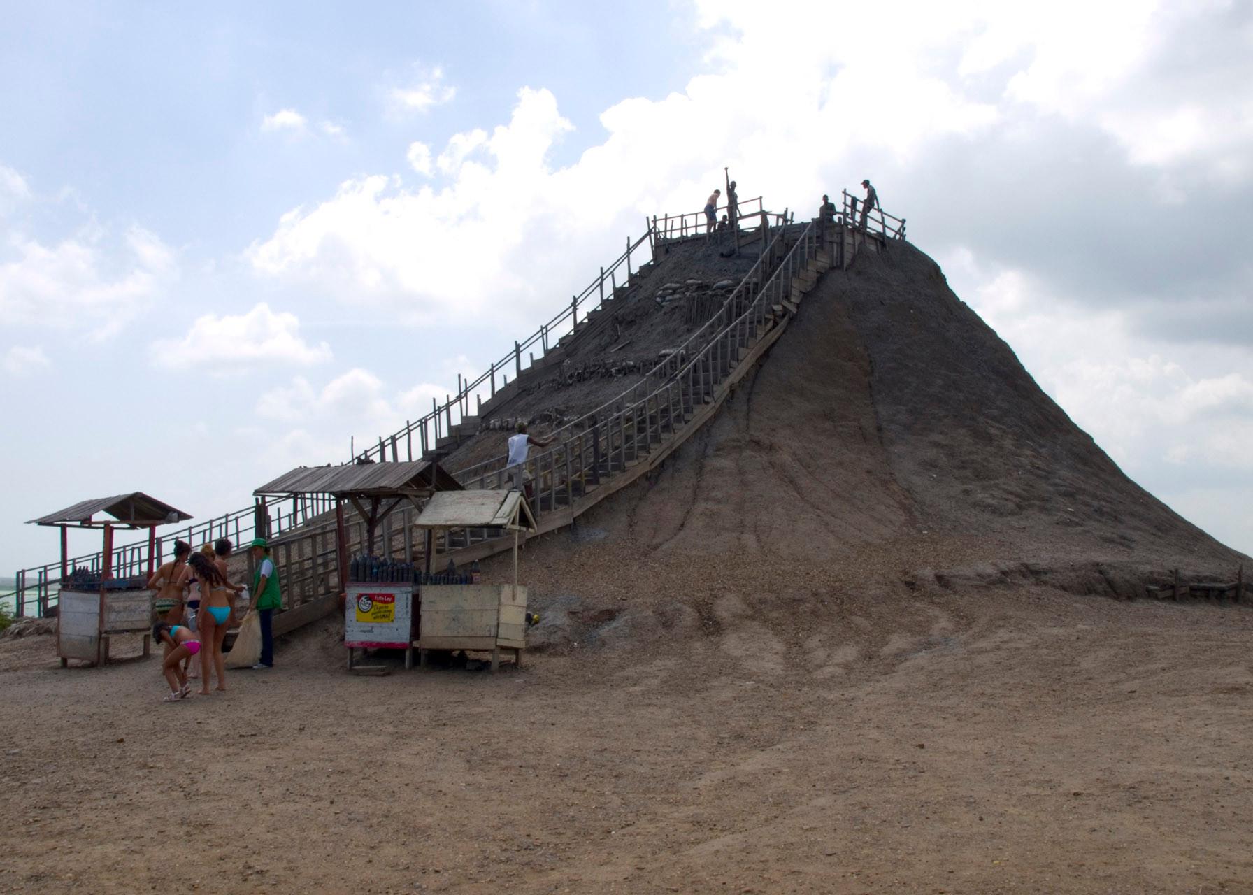 Volcan de Lodo El Totumo (Mud Volcano) (Cartagena), Colombia [2009]