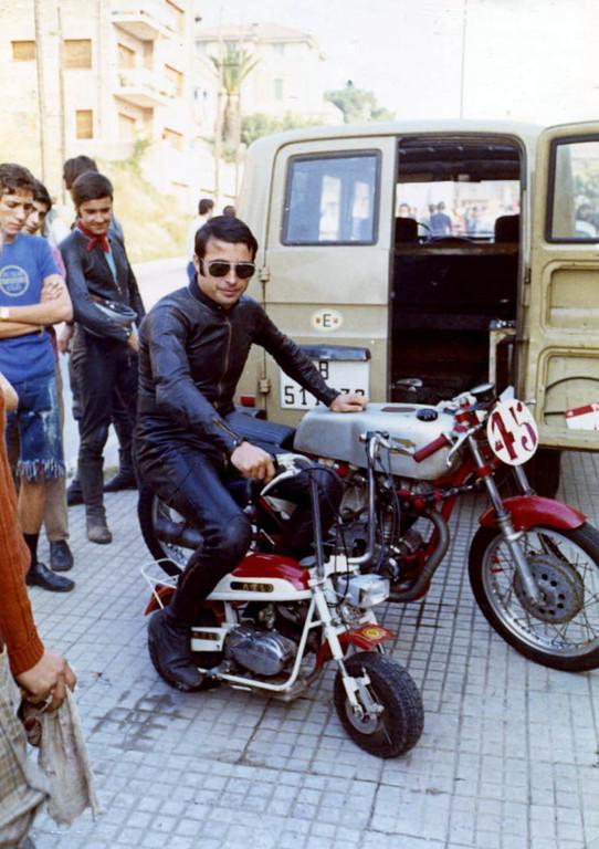 Ricardo Fargas en una Rabassada en 1969 montando una Mini Marcelino Primerisima Serie