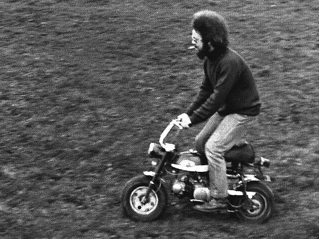Stuart en una Honda AZ 50 Mini Trail