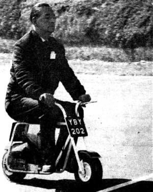 Caballero en una Trobike de 1960
