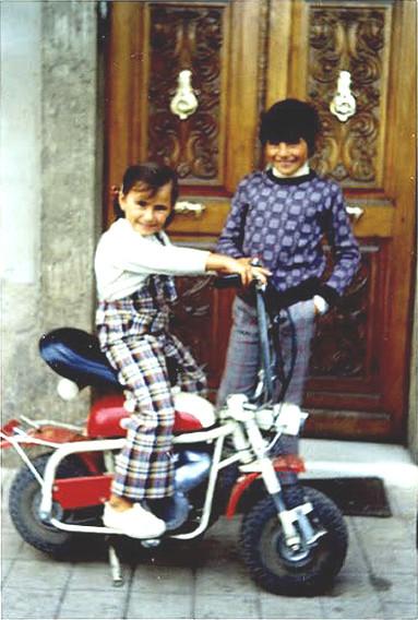 Marta y César con su Mini Marcelino Primera Serie radiantes