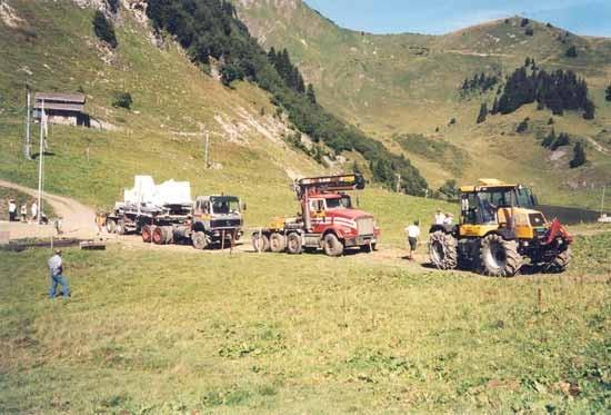 Transport für die Montage 6-er Sesselbahn La Rasse-Chaux Ronde, Villars VD