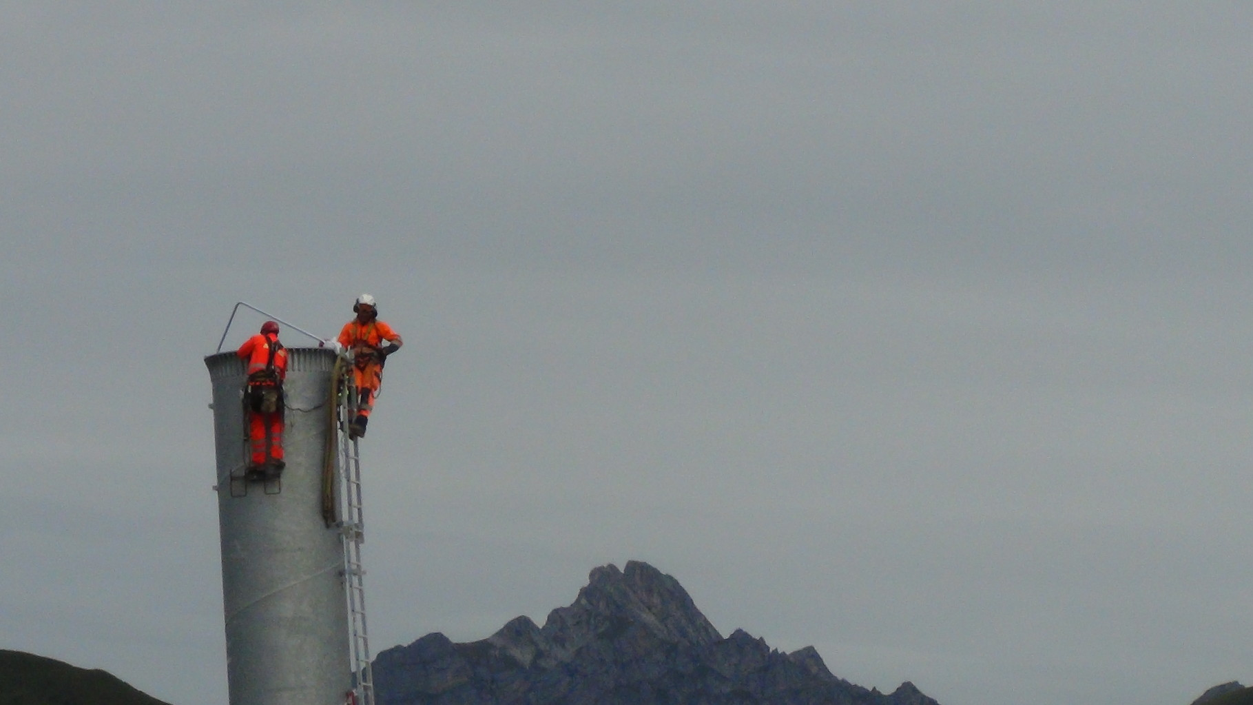 Flugmontage Stütze Seilbahn